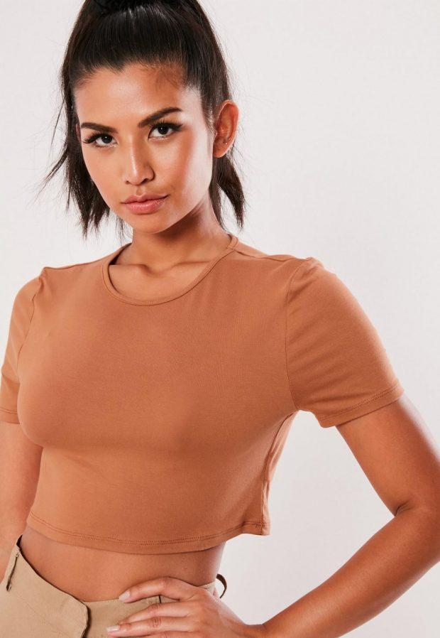 Модные футболки весна-лето 2019: коричневая