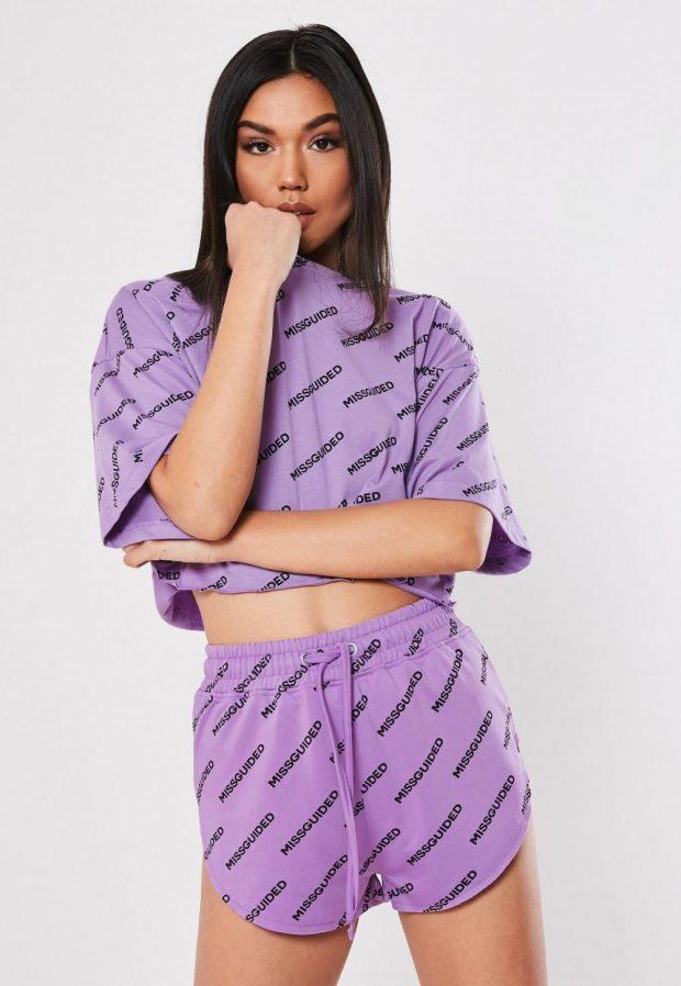 Модные футболки весна-лето 2019: фиолетовая