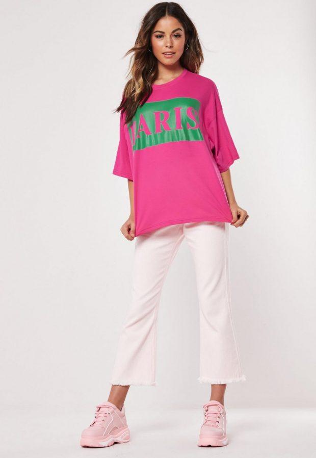 Модные футболки весна-лето 2019: розовая с надписью