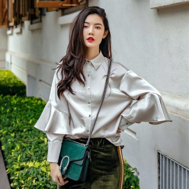 блузки осень зима 2019-2020: серебристая с длинным рукавом