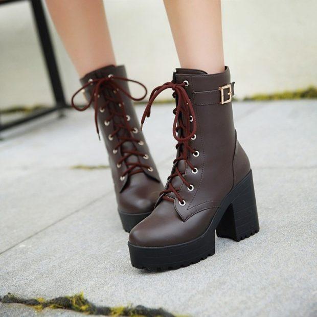 модные ботинке на толстом каблуке на шнуровке