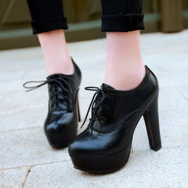 модные ботинки осень зима 2018 2019 на шнурке черные