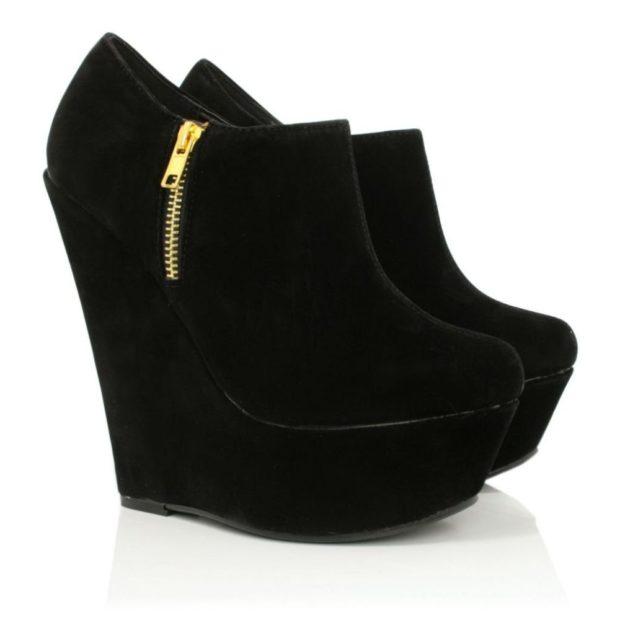 модные ботинки черные на танкетке