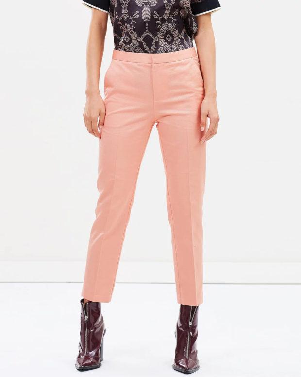 женские брюки 2020-2021: розовые выше талии