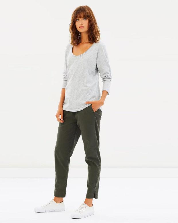 женские брюки 2020: хаки