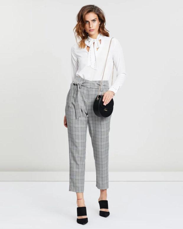 модные женские брюки: серая клетка