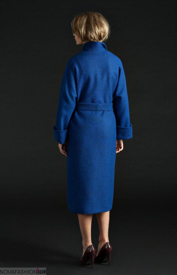 с чем сочетается синий цвет: пальто ультрамарин