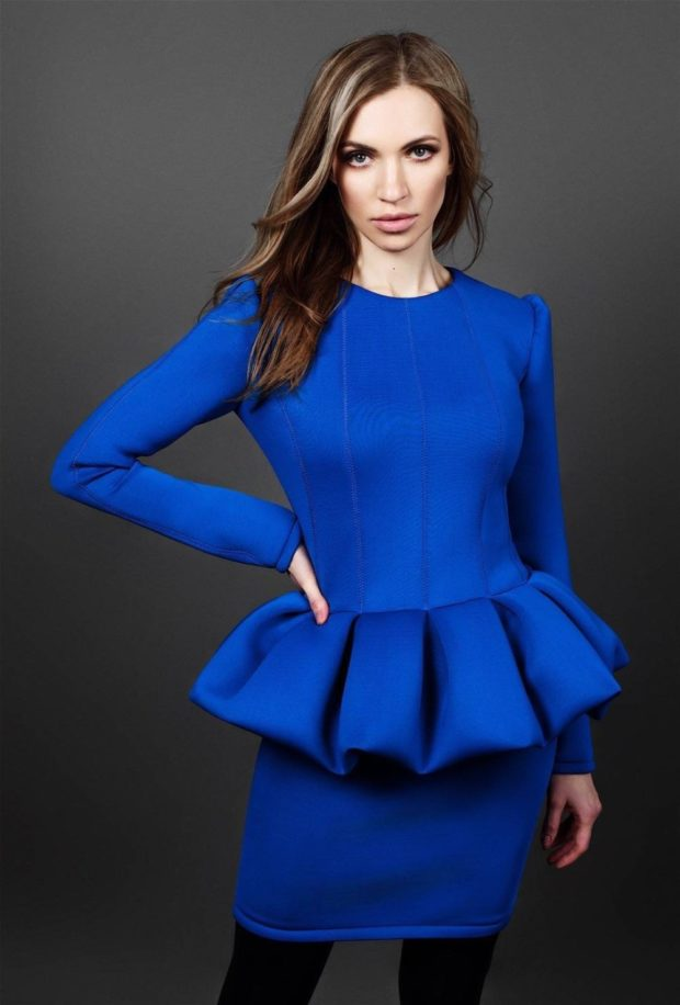 с чем сочетается синий цвет: костюм юбка и кофта лазурного цвета