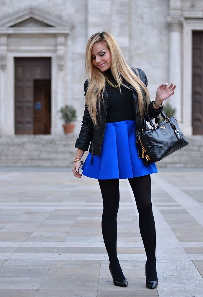 с чем носить синий цвет с черной курткой и колготками