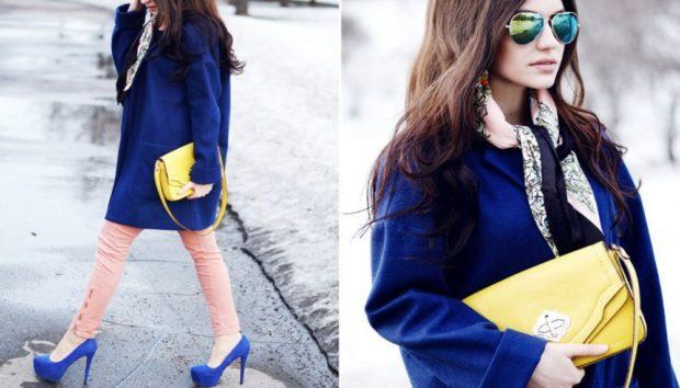 с чем сочетается синий цвет с желтой сумочкой