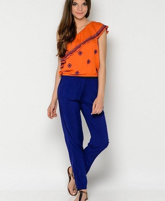 с чем носить синий цвет с оранжевой блузкой