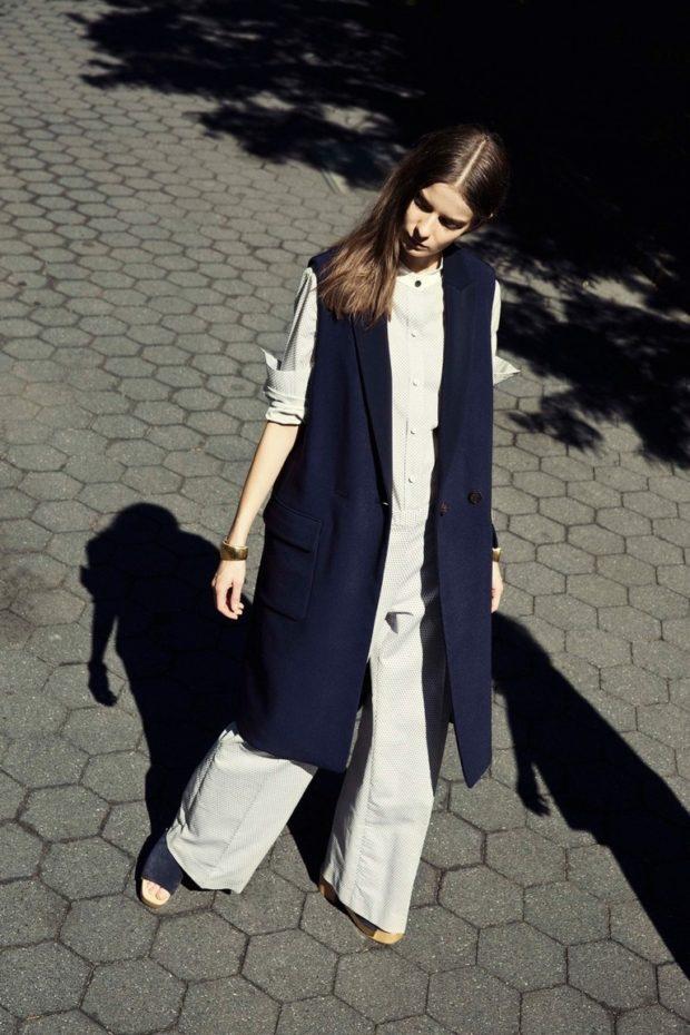 с чем носить удлиненный жилет без рукавов: котоновый темный