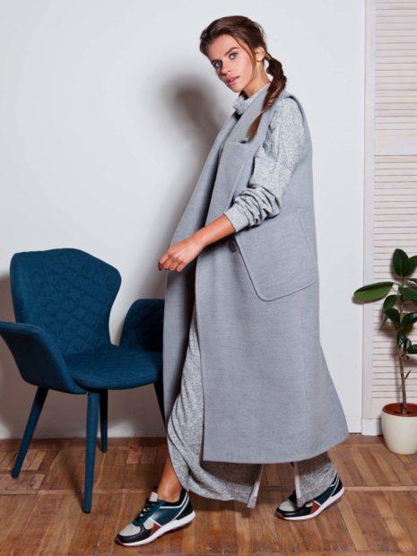 с чем носить жилет удлиненный серый с карманами без рукавов фото