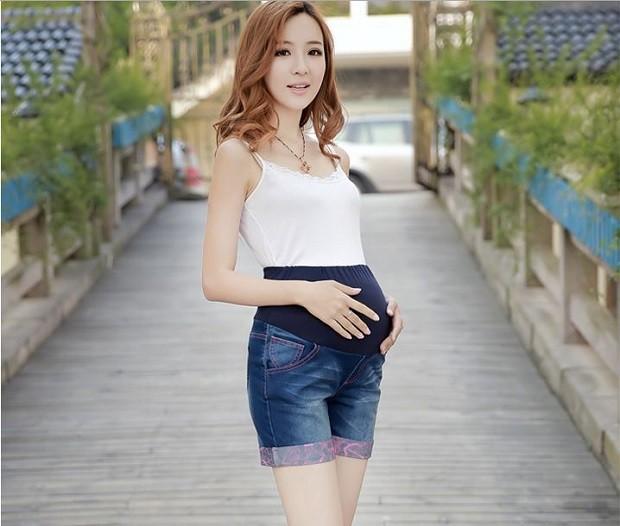 Модная одежда для беременных: шорты джинсовые