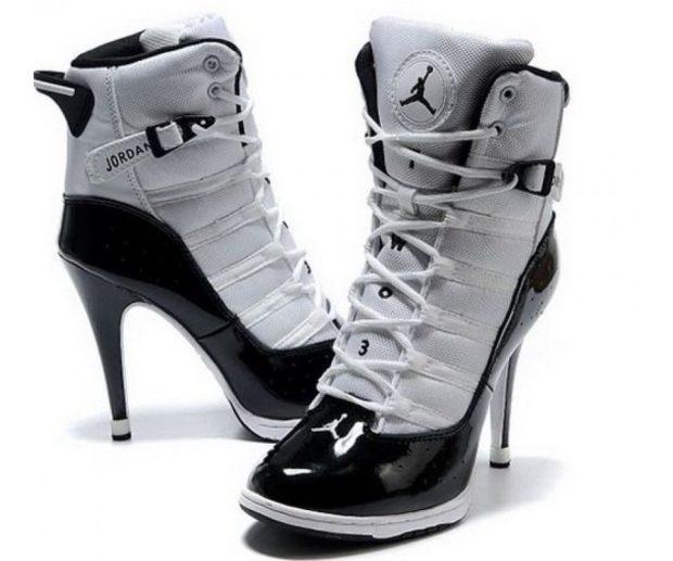 кроссовки серо-черные на каблуке