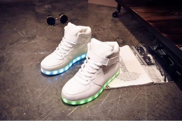 кроссовки белые высокие с подсветкой