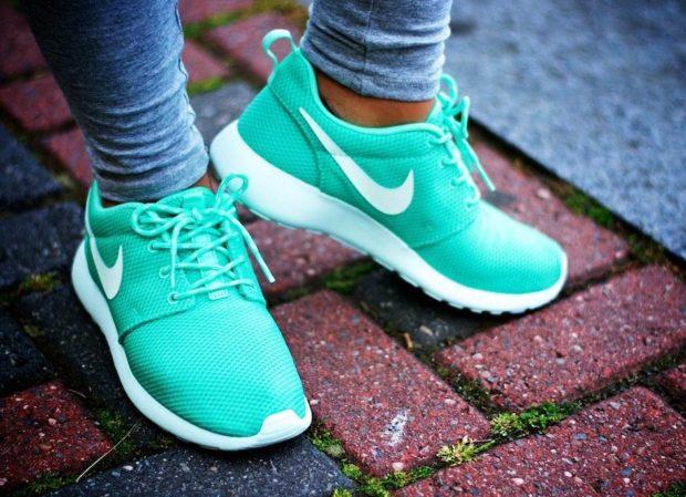 кроссовки Nike салатовые