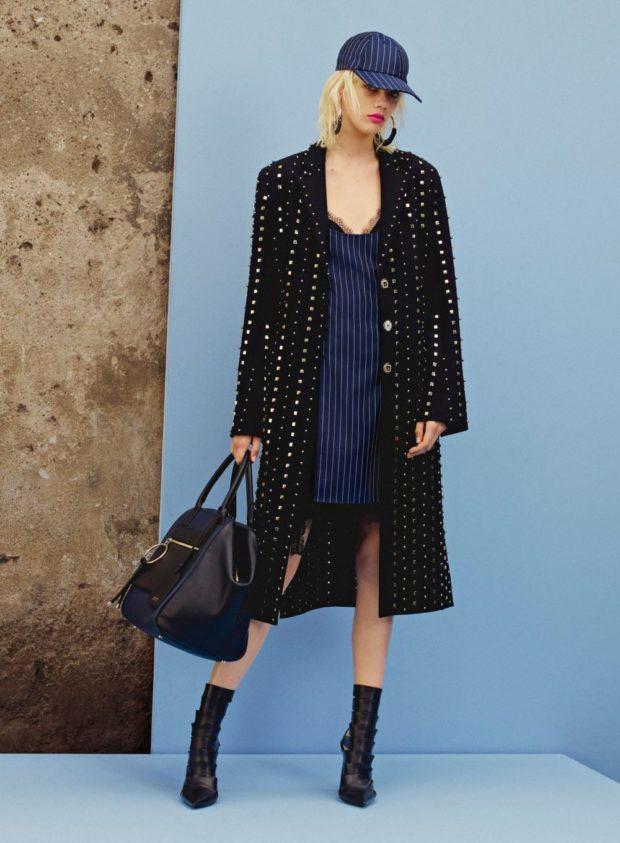 модные луки 2019-2020: пальто черное в узор