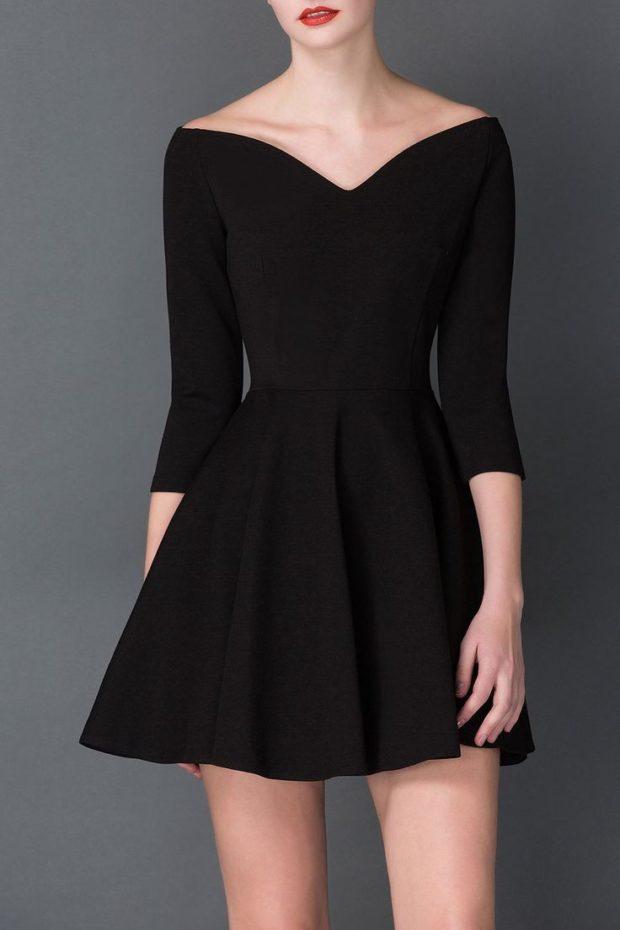 модный лук 2019-2020: платье черное короткое