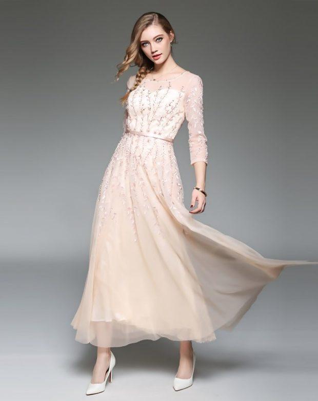 модный лук 2019-2020: платье бежевое