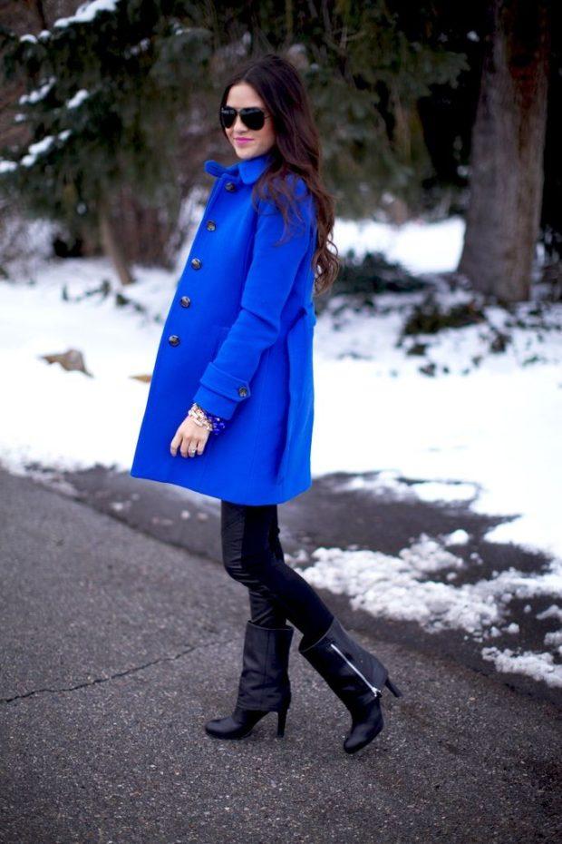 Луки зима 2019-2020 — пальто яркое синее