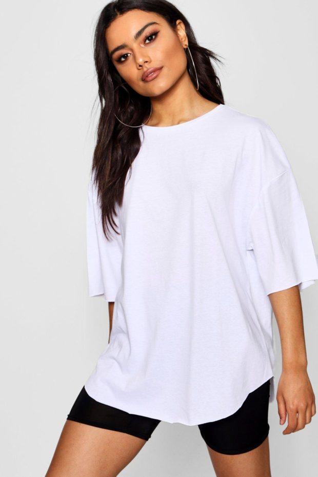 белая футболка под шорты