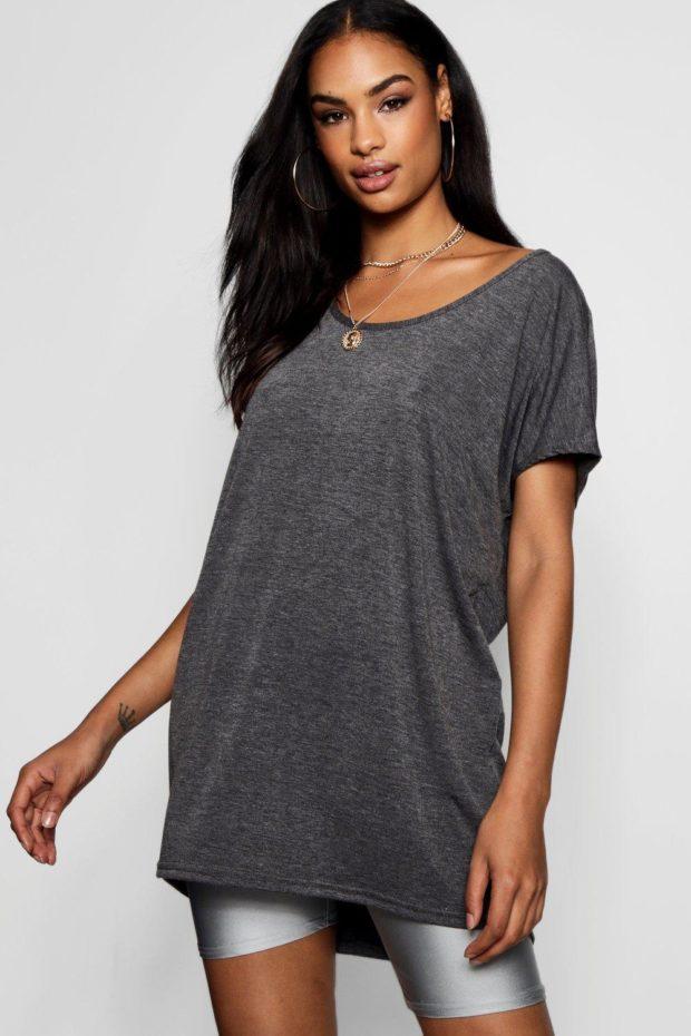 темно-серая футболка под шорты