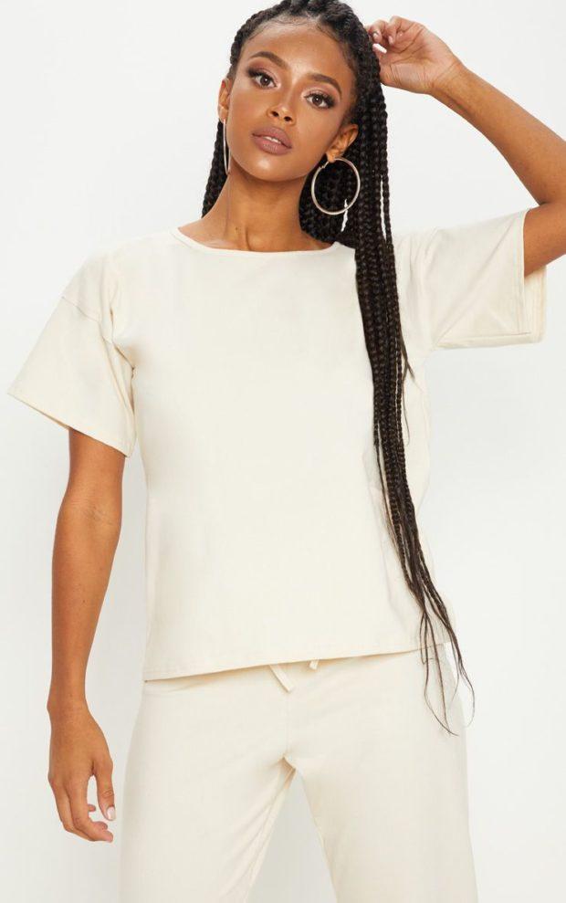 белая футболка под белые штаны