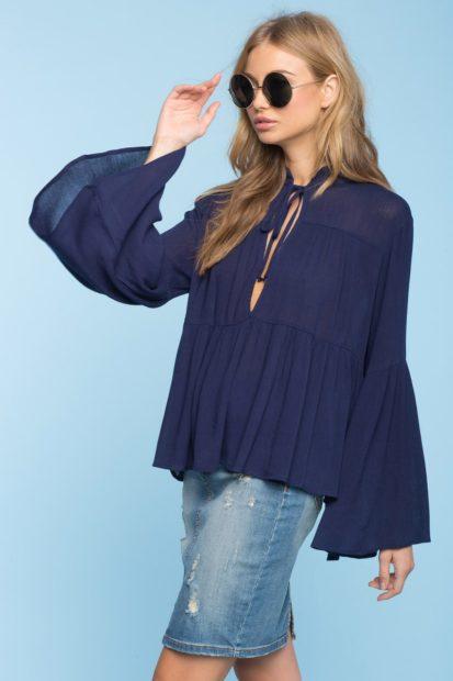модные блузки из шифона 2018 синяя с рукавами клеш