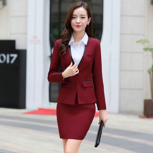 модные костюмы 2018 темно красный пиджак юбка