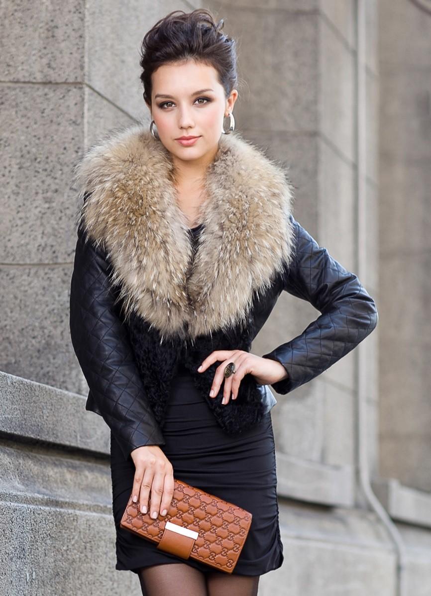 модные косухи 2018: чераня с меховым воротом