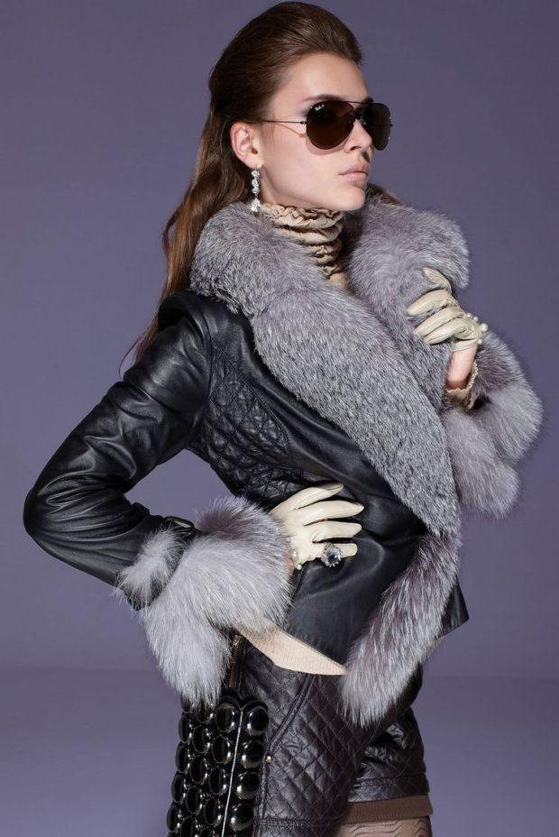 женские косухи 2019 2020: черная с меховым воротом и рукавами