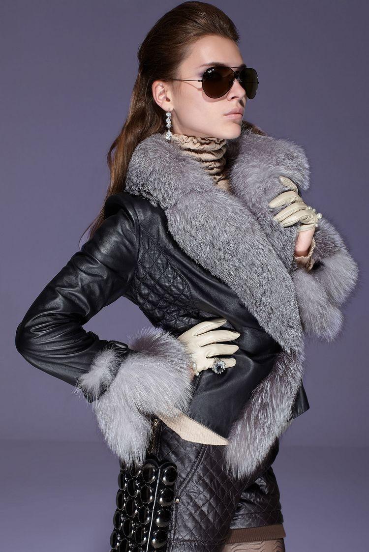 модные косухи 2018: черная с меховым воротом и рукавами