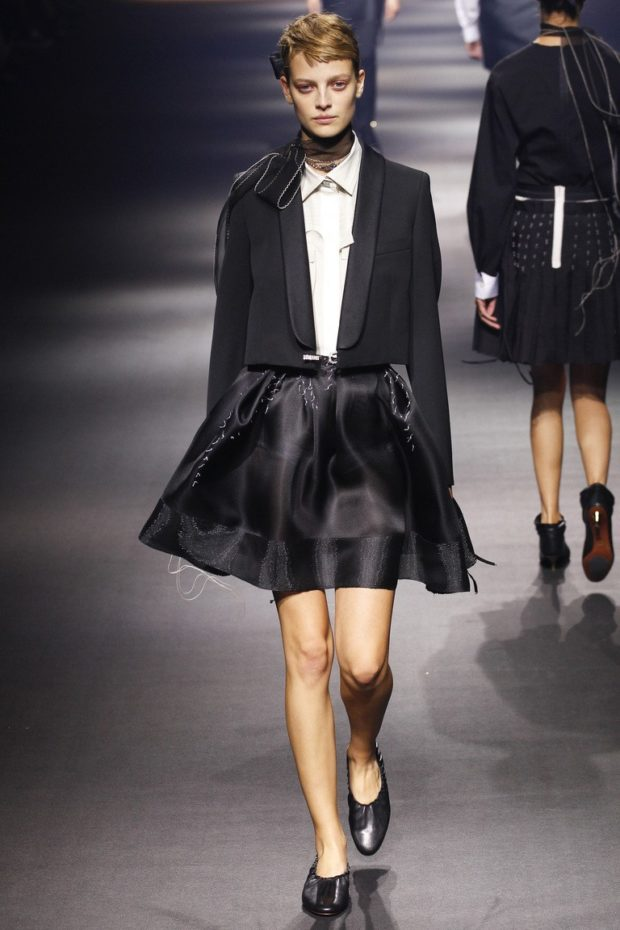 модный образ 1 сентября 2019 костюм с пышной юбкой черный