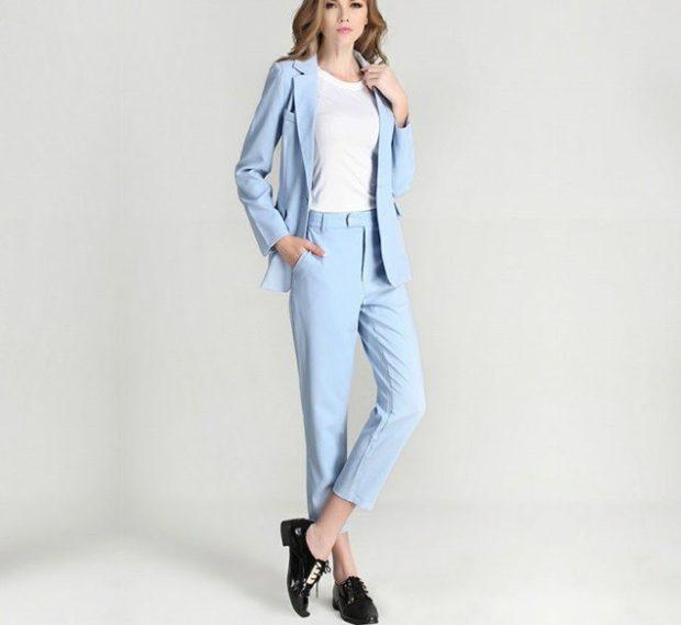 модные образы на 1 сентября 2019 брючный костюм голубой