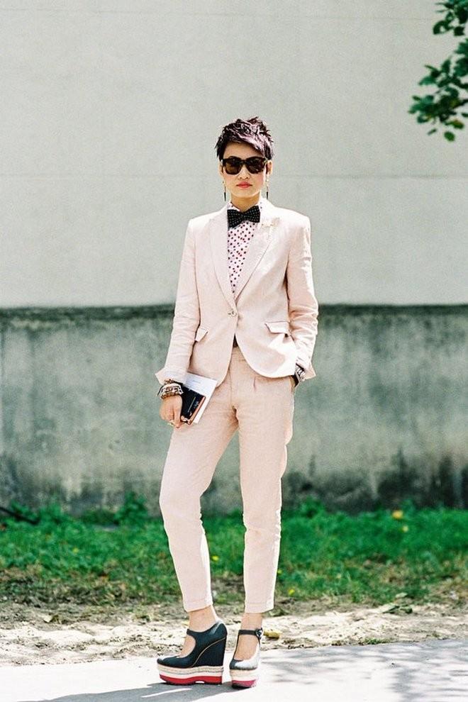модные образы на 1 сентября 2018 брючный костюм светло-розовый