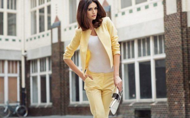 модные образы на 1 сентября 2018 брючный костюм нежно-желтый