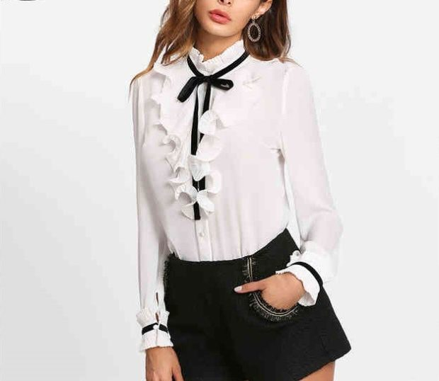 модные образы на 1 сентября 2018 черные шорты под белую блузу