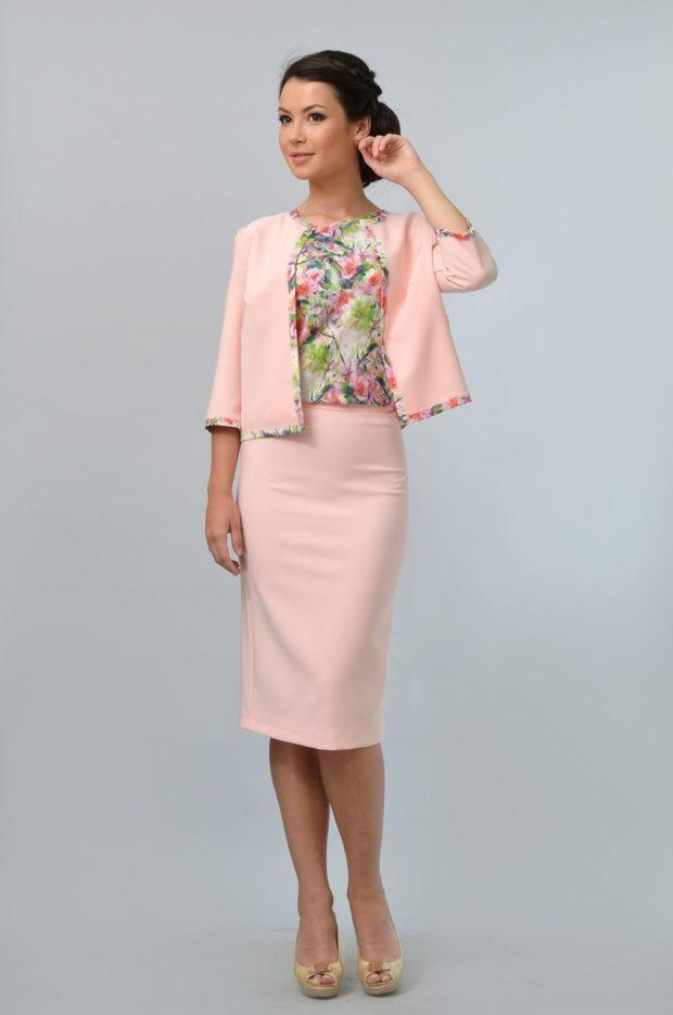 модные образы на 1 сентября 2019 юбка и жакет розовые
