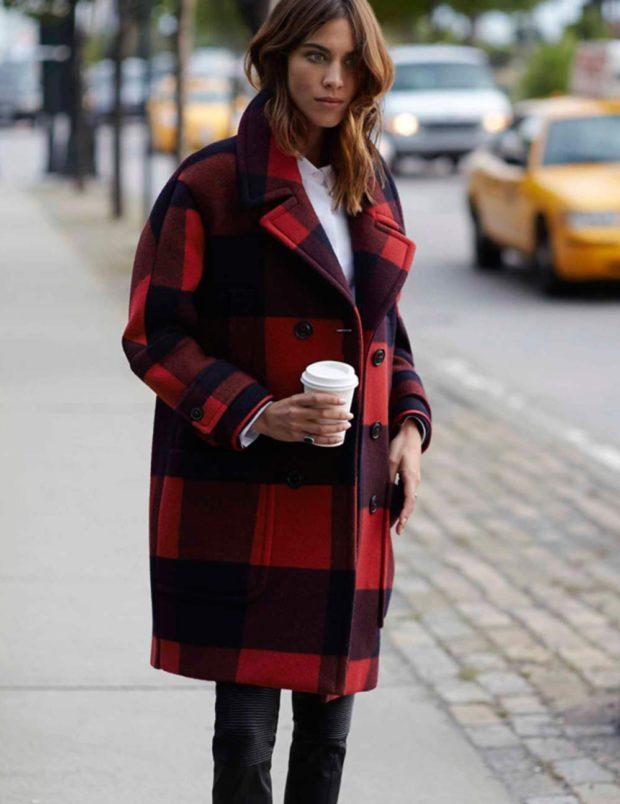 модные серые пальто 2019-2020 оверсайз клетка красная