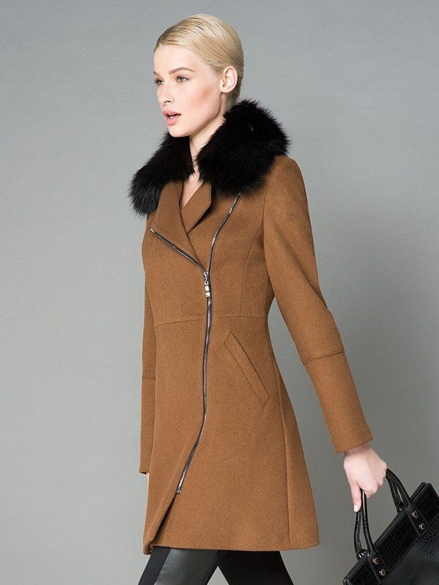 пальто осень-зима: коричневое с меховым воротом