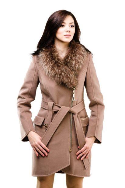 модные пальто осень зима 2017 2018 пальто коричневое ворот меховой