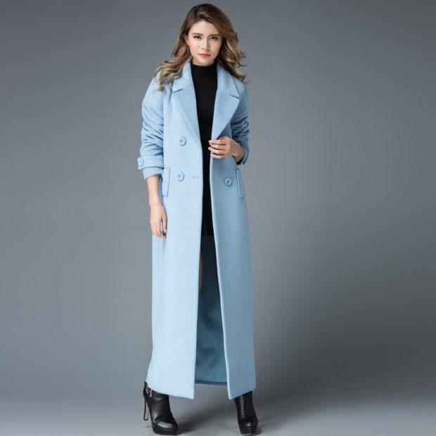 модные пальто осень-зима 2019-2020 макси голубое двубортное