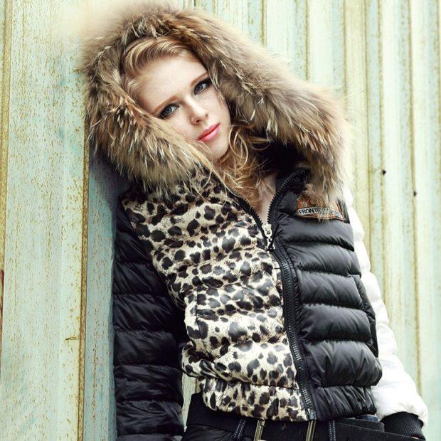 модные пуховики осень зима 2019-2020: куртка черная короткая с принтом тигра