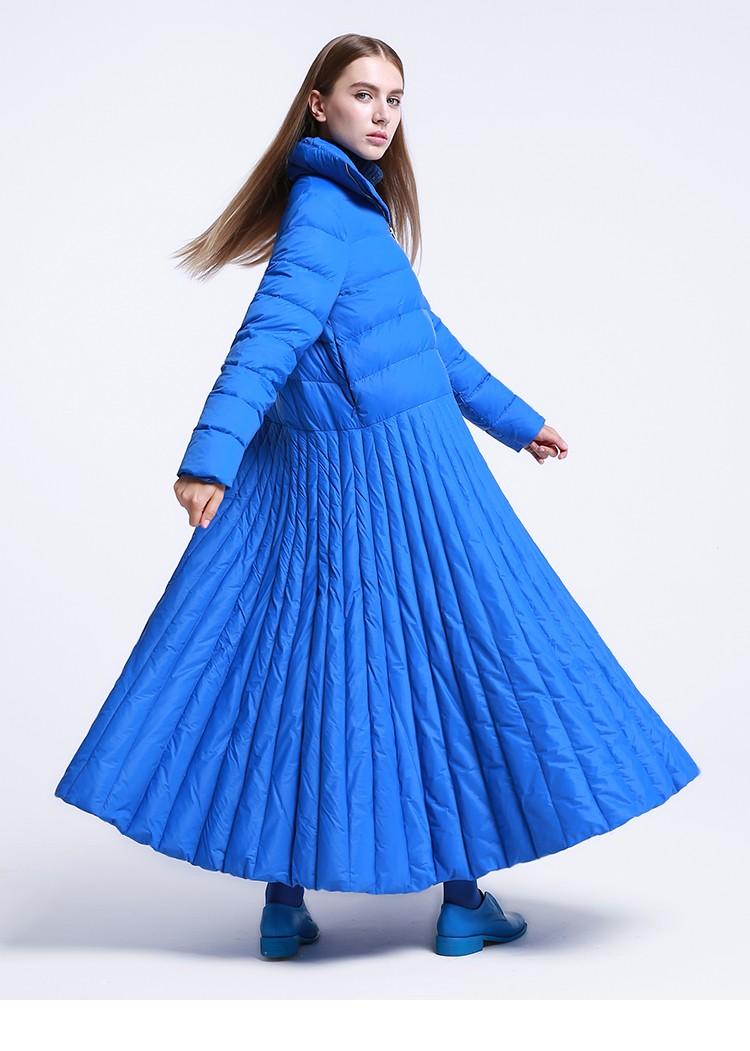 модные пуховики осень зима 2018 2019: куртка-платье длина макси голубая