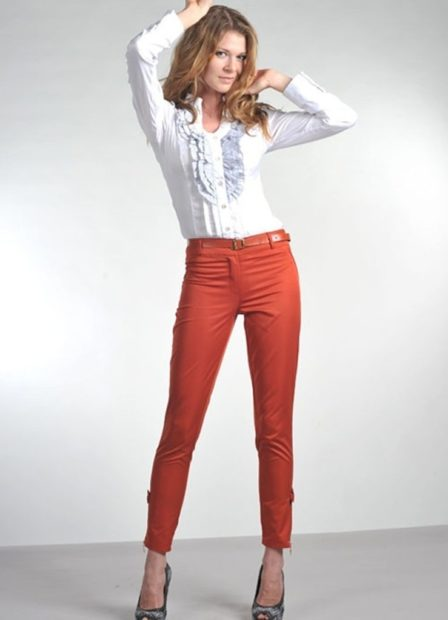 модные сеты 2018 брюки короткие красные