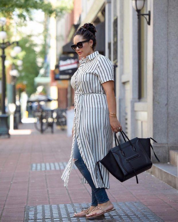 модные сеты 2019-2020: платье-рубашка белая в полоску под джинсы