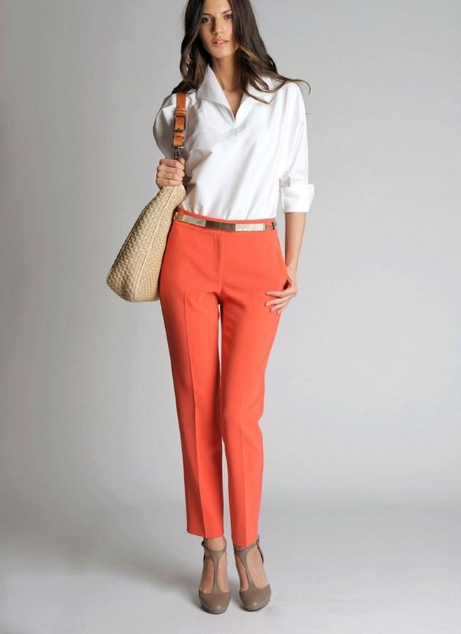 модные сеты 2019-2020: красные брюки под рубашку белую