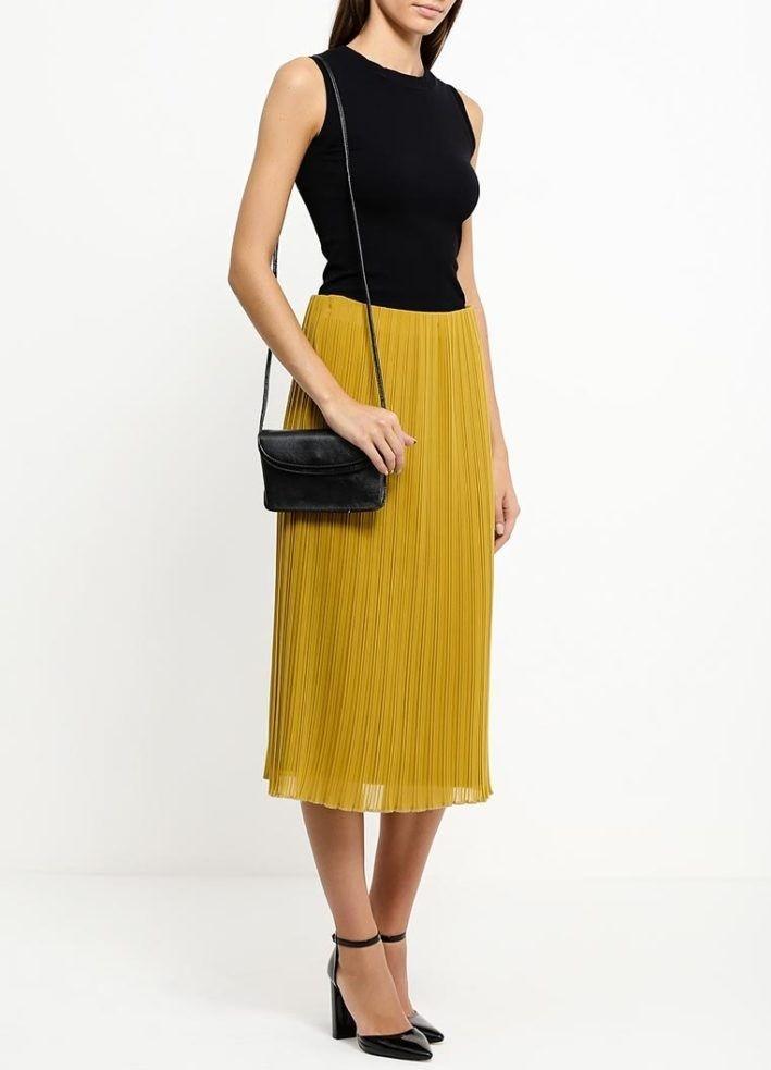 модный сет: желтая юбка под черную майку