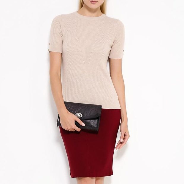 модный сет: красная юбка под футболку